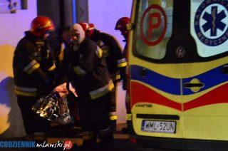 Pacjent ważył 150 kg. Strażacy pomogli znieść go do karetki