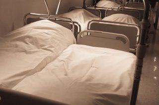 Szpital wystawi łóżka z oddziałów. Dlaczego?