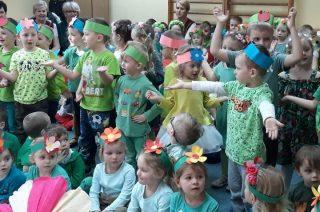 W tym dniu przedszkolaki ubrane były na zielono