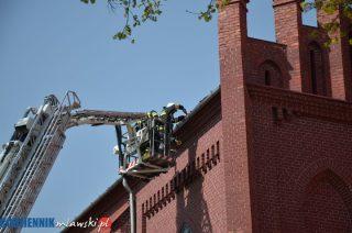 Wiatr zrywał pokrycie dachu na Kościele w Wyszynach Kość. Pomogli strażacy