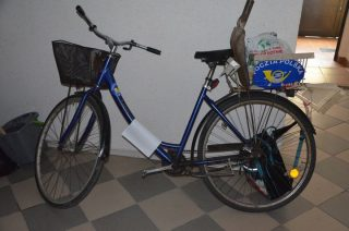 Rower z naklejkami Poczty Polskiej trafił na policję. Właściciel proszony o kontakt