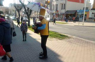 Może i dla ciebie zagra uliczny grajek?