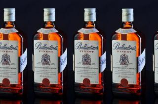 Przasnysz. 17-latek z mławskiego chciał ukraść 8 butelek Ballentine'sa i 7 paczek chipsów
