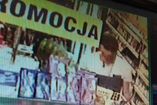 Mława: Kradzież w Żabce. Policja publikuje wizerunek sprawcy