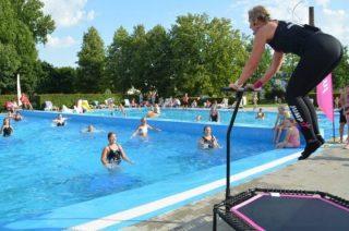 W Ciechanowie działa odkryty basen z nową zjeżdżalnią