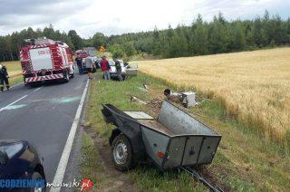 Wywrócone auto koło Turzy Małej