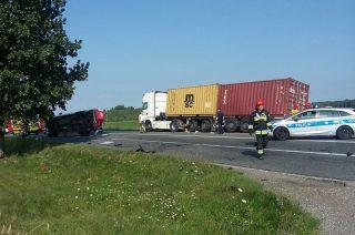 """Wypadek na """"siódemce"""" koło Michalinowa. Droga zablokowana"""