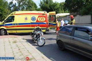 Ulica Warszawska. Motocyklista uderzył w auto