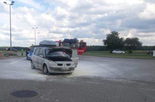 Pożar auta na stacji benzynowej w Uniszkach