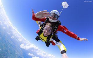 Skoki spadochronowe? Pomysł na niezwykły upominek!