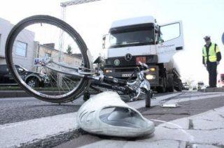 Uwaga! Policja poszukuje kierowcy, który potrącił wczoraj rowerzystę i zbiegł z miejsca zdarzenia