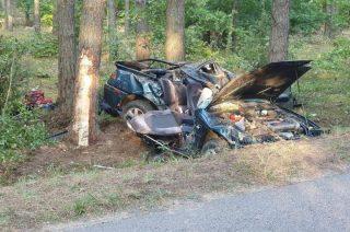 Zginął 19-letni pasażer. Kierowca zbiegł z miejsca zdarzenia