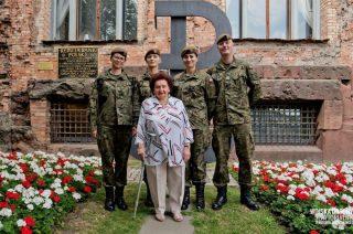 Żołnierze zastępują powstańców. Porządkowanie miejsc pamięci przed 75 rocznicą wybuchu Powstania Warszawskiego
