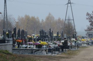 Polowali na kobiety z torebkami na cmentarzach
