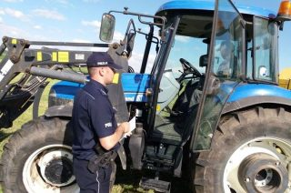 Rodzice zabrali maszyny rolnicze synowi. Pomogła policja