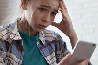 Cyberprzemoc – włącz blokadę na nękanie. Rodzicu pobierz poradnik!