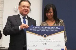 """Anna Brzozowska nauczycielka z I LO laureatką konkursu """"Opiekun stypendysty"""""""