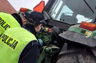 """Traktorzysta """"po 3 piwach"""" miał 3 promile. Spowodował kolizję"""
