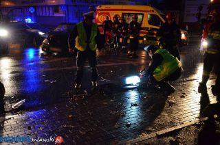 Zderzenie dwóch aut na skrzyżowaniu Padlewskiego i Żwirki