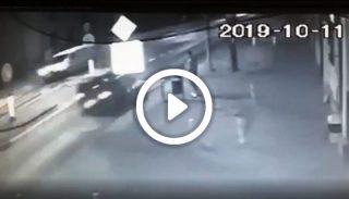 U sąsiadów. 18-latek śmiertelnie potrącony na pasach. Zobacz wstrząsające nagranie