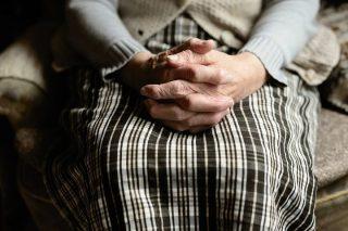 """84 – letnia kobieta straciła oszczędności. Znów metoda """"na CBŚP"""""""