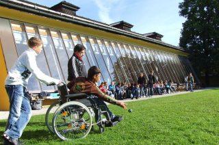 Darmowe przejazdy KM i WKD. Mazowsze wprowadzi kartę dla rodzin z dzieckiem z niepełnosprawnością