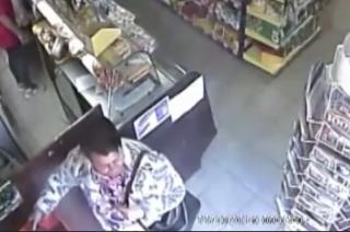 Policja poszukuje tej kobiety. Jest podejrzana o przywłaszczenie portfela [VIDEO]