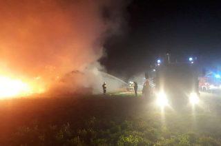 Nocny pożar stogu w Trzciance