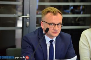 Mławianie zalegają miastu 2,5 mln zł. Podnosić podatki, czy lepiej ściągać zaległe?