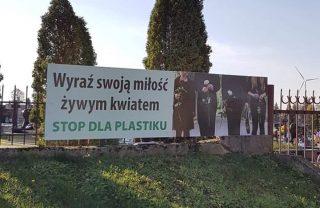 """Akcja """"Stop dla plastiku"""" na cmentarzu w Węgrzynowie"""