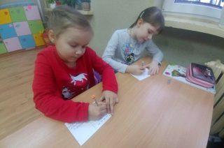 """Wsparcie dzieci na oddziałach onkologicznych. Akcja """"Wylosuj Anioła"""" w SP 3"""