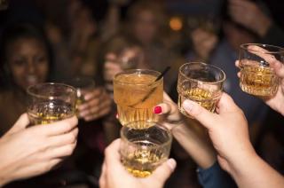Alkohol i papierosy drożeją od nowego roku. Tak tanio już tylko w Sylwestra