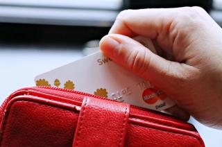 18-latek przywłaszczył kartę do bankomatu. Zdążył dokonać czterech wypłat