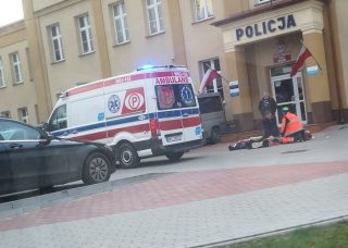 Reanimacja pod komendą. Policjant uratował życie mężczyźnie