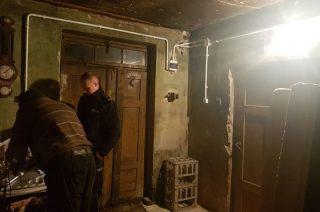 Pomógł dzielnicowy. Pan Krzysztof ma prąd, telewizor i lodówkę