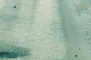 Drogowcy nie zaspali, ale ulica usłana jest kamieniami