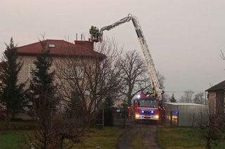 Strażacy wyjechali ratować nieprzytomną. Po sąsiedzku spostrzegli i ugasili pożar