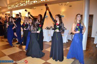 Strzegowscy maturzyści zatańczyli poloneza z różami