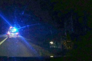 """Nietrzeźwy 23-latek wyjechał zabraną teleskopówką na """"siódemkę"""". Maszyna w rowie, kierowca w areszcie"""
