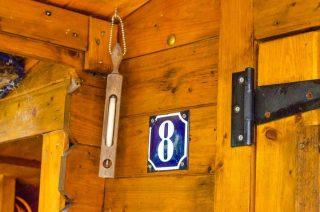 Tabliczka z numerem domu to obowiązek. Czy ją masz?