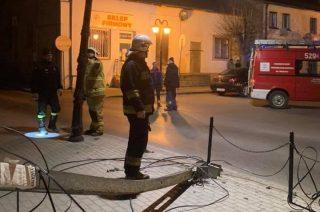 Szreńsk. Ciężarówką ściął słup i uciekł