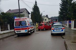 Wypadek na ulicy Ślesickiego. Kierowca zakleszczony w aucie [zobacz foto]