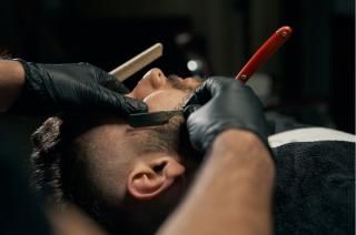 Od 18 maja pójdziesz do fryzjera, kosmetyczki i restauracji. Na razie ruszą szkoły policealne i rewalidacja