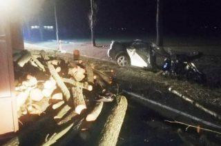 Pijany, 21-letni kierowca uderzył w przyczepę. Zginął 22-letni pasażer
