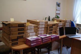 Laptopy i tablety już są w powiatowych szkołach, wkrótce trafią do uczniów