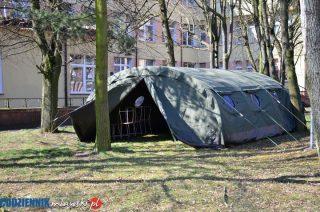 Wojskowy namiot stanął przed mławskim szpitalem. W jakim celu?