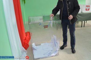 Wybory w Szydłowie. Trzy komitety zgłoszone, karty odkryte