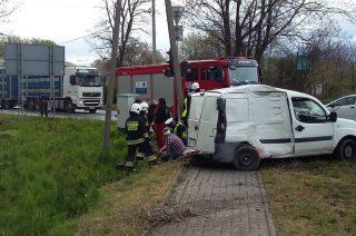 """Wypadek na skrzyżowaniu """"siódemki"""" i Warszawskiej. Dwie osoby poszkodowane [fot.]"""
