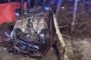 Śmiertelny wypadek w gminie Chorzele. Zginął kierowca Audi.