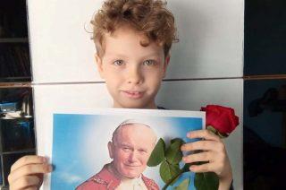 Zdjęcia, wspomnienia, książki i wiersze. Dla Jana Pawła II